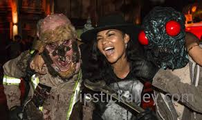 halloween horror nights costumes zoe saldana chanel iman and jordan clarkson leona lewis visit