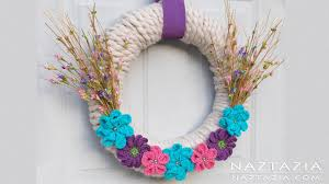 yarn wrapped wreath with crochet flowers diy home decor flower