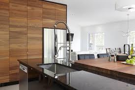 armoire de cuisine moderne armoires de cuisine moderne placage de noyer et acrylux noir