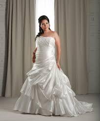 tenue tã moin mariage femme des robes de mariée pensées pour les grandes tailles