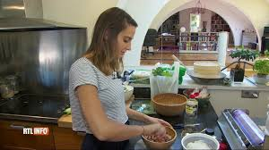 cuisiner chez soi et vendre ses plats grâce à menu door vend ses plats à ses voisins c