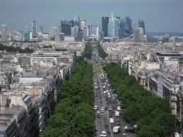 arc de triomphe spring in paris