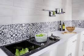 carreaux de ciment cuisine des crédences qui mettent en valeur la cuisine