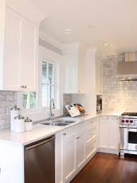 30 spectacular white kitchens with dark wood floors page 10 of