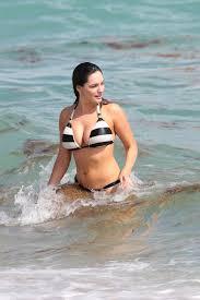 kelly brook bikini pics kelly brook is still in a bikini fooyoh entertainment