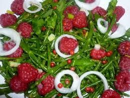 cuisiner la salicorne recette de salade de salicornes framboises et oignons la