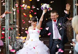 wedding gift amount per person the average wedding guest will spend 673 this year marketwatch