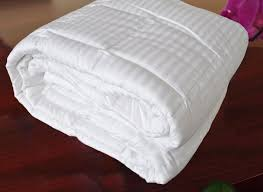 amazon com natural comfort hotel select 250tc down alternative