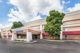 grand rapids mi airport baymont inn suites grand rapids airport hotel in mi