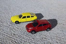 tomica nissan leaf miniature curbside classic citroen cx by playart and nissan juke