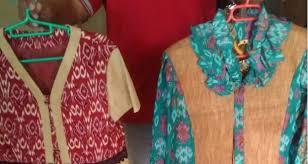 kombinasi batik dan kulit kayu menjadi pakaian khas kalimantan barat