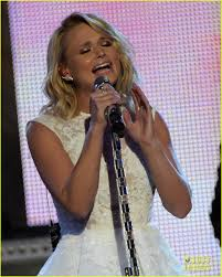 miranda lambert engagement ring miranda lambert thanks her u0027rock u0027 blake shelton at cmt artists of