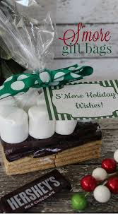 diy christmas smores gift bags with free holiday printable tags