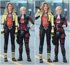 My Drunk Kitchen Grace Helbig And Hannah Hart Filming An Epic Looking Electra Woman