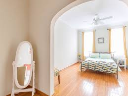 prime location only 1 stop 3 minutes to homeaway greenpoint