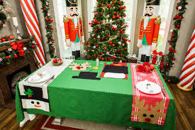 make christmas table runner how to maria s diy christmas table runner hallmark channel