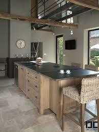 plan cuisine granit cuisine plan de travail en granit noir et meuble en bois