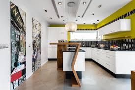 cuisine noir et jaune design interieur plan de travail cuisine noir crédence mosaique