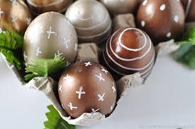 metallic easter eggs diy metallic easter eggs