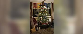 themed christmas tree woman creates harry potter themed christmas tree abc news