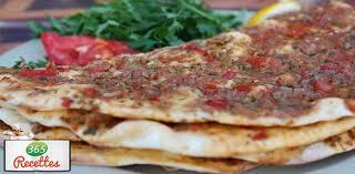 cuisiner une pizza recette facile pour cuisiner la pizza turque fait maison