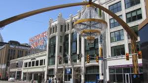 Largest Chandelier World U0027s Largest Outdoor Chandelier Lights Up In Cleveland