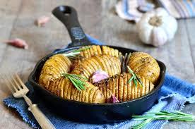patate en robe de chambre pommes de terre en robe de chambre cuites au four avec l ail et le