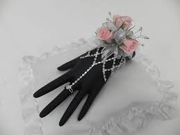 wristlet corsage the designers of the corsages boutonnieres flirty fleurs the