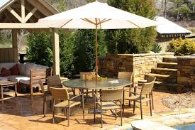 attrayant outdoor dining furniture with umbrella best table 25 ideas