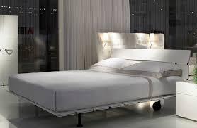 letto tappeto volante lit contemporain avec t罨te de lit 罌 roulettes tadao
