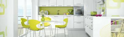 cuisine blanche et verte cuisine moderne vert anis outil intéressant votre maison