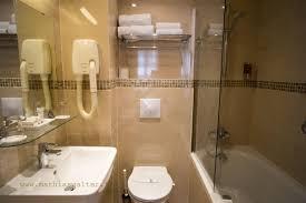 hotel baignoire dans la chambre chambre bain chambre d hôtel montparnasse 14