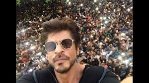 Shahrukh Khan House If I Could I Would Jump Amidst You U0027 Srk Waves From Mannat As He