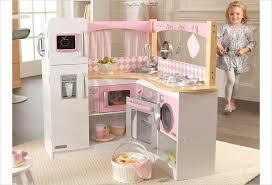 jeux de cuisine d cuisine d angle en bois jouet cuisine kidkraft et blanche