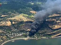 Wild Fire Columbia Gorge by The Latest 14 Cars On Oil Train Derailed 4 Caught Fire Wtop