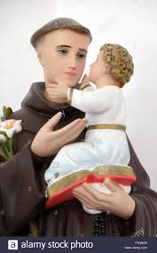 statue of saint anthony holding baby jesus at st john u0027s church in