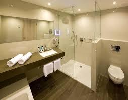 luxus badezimmer fliesen uncategorized ehrfürchtiges badezimmerfliesen hochglanz creme