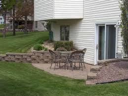 I Like The Blocks In This Wall For Basement Walkout Patio Area - Patio wall design
