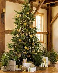 White Christmas Tree Green Decorations by 20 Magnificent Ideas For The Traditional Christmas Tree Decorations
