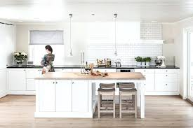 cuisine bois blanc table cuisine bois blanc originale table de cuisine ronde en bois