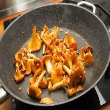 comment cuisiner les girolles fraiches recette girolles sautées