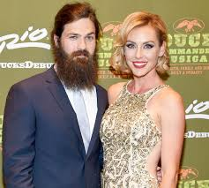why did jesicarobertson cut her hair duck dynasty s jep jessica robertson adopt son see the cute picture