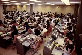surface minimale bureau travail toujours moins de place au bureau ève actu