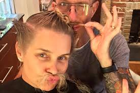 hair style from housewives beverly hills yolanda foster chops her hair off debuts fierce new do the
