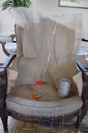 comment refaire un canapé en tissu retapisser fauteuil bergère tapissier décorateur