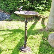 cast iron bird baths to be outdoors