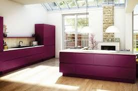 mur cuisine aubergine couleur aubergine et à quoi l associer dans chaque pièce