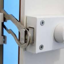 4 pics 1 word wooden door suitcase lock