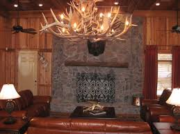 charming lodges decor living room design using horn chandelier