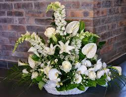 composition florale mariage des magnolias sur ma voie lactée composition florale mariage